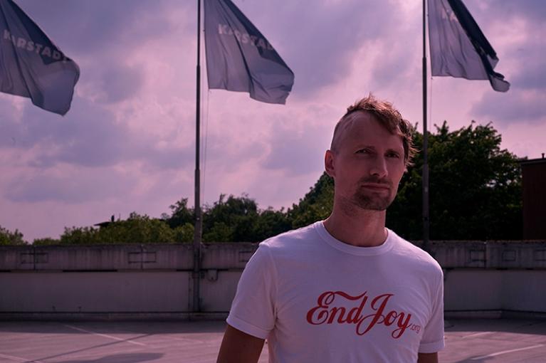 http://www.jennyschaefer.de/files/gimgs/th-4_www_Nicolaas-Schmidt_Nightfall_c-Jenny-Schäfer_2sk2.jpg